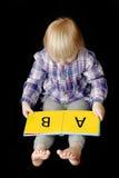 Livro de leitura da rapariga Foto de Stock