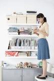 Livro de leitura de Standing On Chair da mulher de negócios Imagem de Stock