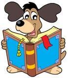 Livro de leitura do cão Imagens de Stock