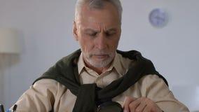 Livro de leitura do homem superior através da lupa, desordens da visão na idade avançada filme