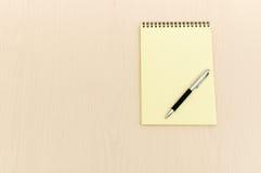 Livro de nota amarelo fotos de stock royalty free