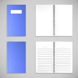 Livro de nota azul da tampa da cor do cetim e papel em branco Fotografia de Stock Royalty Free