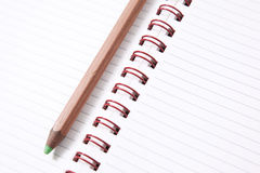 Livro de nota com lápis,   Fotografia de Stock Royalty Free