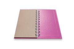 Livro de nota cor-de-rosa isolado no fundo branco, com trajeto de grampeamento Fotos de Stock Royalty Free