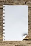 Livro de nota na madeira do grunge Imagens de Stock Royalty Free