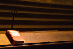 Livro de Religios na tabela longa Foto de Stock
