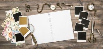 Livro do curso, quadros da foto do polaroid, cédulas do dinheiro do dinheiro Fotos de Stock Royalty Free