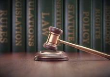 Livro do martelo dos direitos humanos imagem de stock royalty free