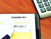 Livro do planejador com pena e calculadora Fotos de Stock