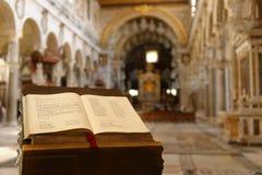 Livro dos salmos, igreja de Transylvanian fotografia de stock royalty free