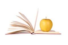 Livro e Apple imagens de stock royalty free
