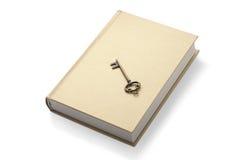 livro e chave Fotografia de Stock