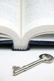 Livro e chave Imagem de Stock Royalty Free