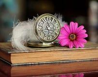 Livro e flor Imagens de Stock