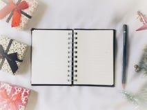 Livro e lápis de nota Imagem de Stock