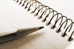 Livro e lápis de nota fotografia de stock