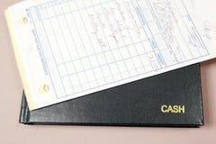 Livro e recibos de dinheiro imagem de stock