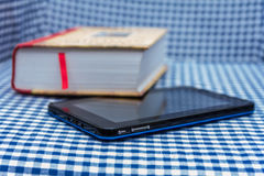 Livro e tabuleta Fotos de Stock