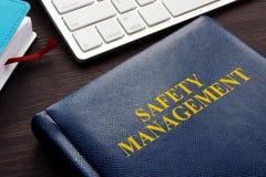 Livro e teclado da gestão de segurança imagem de stock royalty free