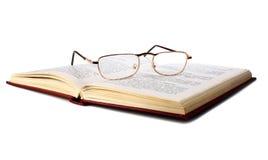 Livro e vidros imagens de stock