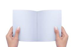 Livro em branco aberto da mão Foto de Stock Royalty Free