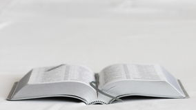Livro em um fundo branco bible Front View Fotos de Stock Royalty Free