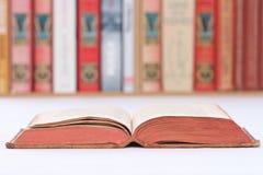Livro em uma tabela Imagem de Stock