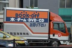 Livro fora do caminhão na rua Japão 2016 do Tóquio fotos de stock royalty free