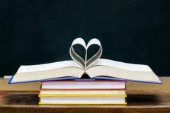 Livro Heart-shaped foto de stock