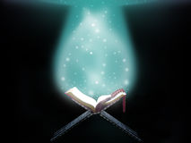 Livro islâmico abstrato do Corão Imagens de Stock