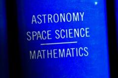 Livro na astronomia imagens de stock