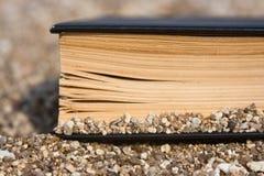 Livro na praia Fotografia de Stock
