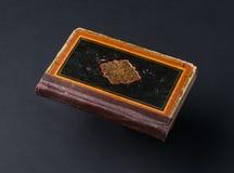 Livro no fundo preto fotografia de stock royalty free
