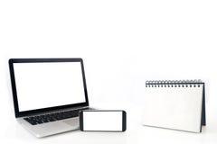 Livro obrigatório de fio do laço do Desktop e tela vazia do caderno, cel Fotos de Stock