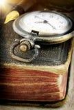 Livro velho e relógio de bolso Imagem de Stock