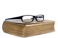 Livro velho e vidros Foto de Stock Royalty Free