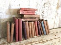 Livros antigos velhos do vintage foto de stock