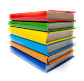 Livros coloridos no fundo branco Fotos de Stock