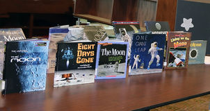Livros da astronomia do ` s das crianças fotos de stock royalty free