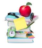Livros da pilha isolados As fontes de escola esvaziam a placa Foto de Stock
