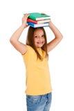 Livros da terra arrendada da menina isolados no fundo branco Fotos de Stock