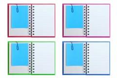 Livros de nota em branco abertos isolados com memorando Fotografia de Stock Royalty Free