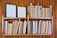 Livros decrépitos esquecidos velhos Fotografia de Stock