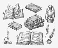 Livros desenhados à mão do vintage Literatura da velha escola do esboço Ilustração do vetor ilustração stock