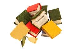 Livros diminutos com papel cor-de-rosa e velho Imagens de Stock Royalty Free