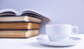 Livros e caf? imagem de stock
