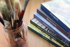 Livros e escovas Foto de Stock