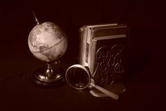 Livros e globos IV fotografia de stock