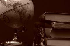 Livros e globos mim imagens de stock royalty free