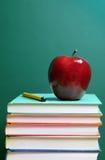 Livros e maçã Fotografia de Stock